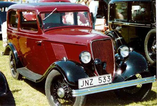 1932 Ford Model Y Junior Tudor front 3q © 2007 Lars Goran Lindgren Sweden (CC BY-SA 3.0 Unported