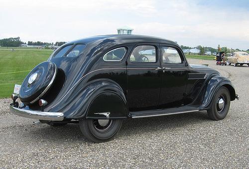 1935 Chrysler Airflow rear 3q Bill Burris 2007 CCBYSA20