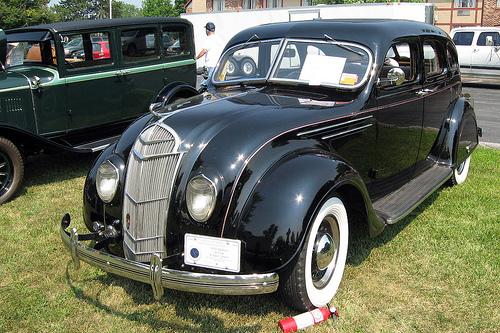 1935 DeSoto Airflow sedan front 3q © 2008 Bill McChesney (CC BY 2.0 Generic)