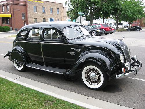 1936 DeSoto Airflow sedan front 3q © 2009 Bill McChesney (CC BY 2.0 Generic)