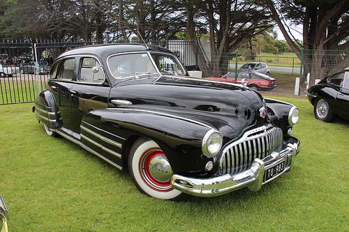 1946 Buick Special Series 40 sedan front 3q © 2015 Sicnag (CC BY 2.0 Generic)