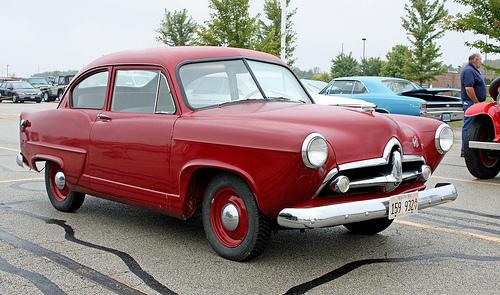 1951 Henry J two-door sedan front 3q © 2010 Randy von Liski/myoldpostcards on Flickr (used with permission)