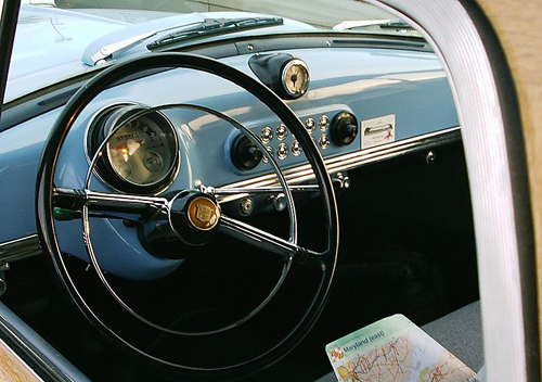 1952 Nash Rambler wagon dash © 2006 Christopher Ziemnowicz CC BY-SA 2.5 Generic