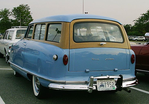 1952 Nash Rambler wagon rear 3q © 2006 Christopher Ziemnowicz CC BY-SA 2.5 Generic