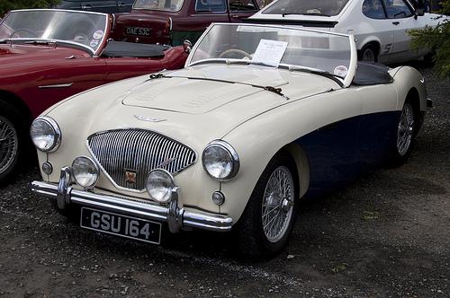 1955 Austin-Healey 100M front 3q © 2010 Tony Hisgett CC BY 2.0 Generic