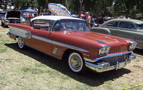 1958 Pontiac Bonneville Custom hardtop front 3q © 2010 Aaron Severson