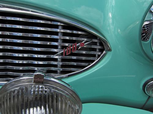 1959 Austin-Healey 100-6 (BN6) grille badge