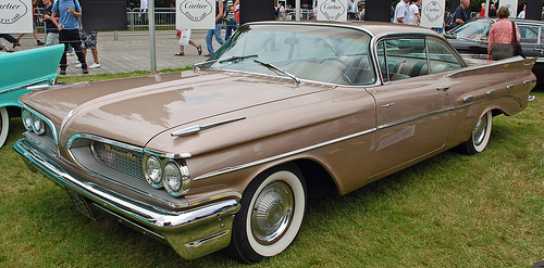1959 Pontiac Bonneville Sport Coupe front 3q © 2007 clicks_1000 (used with permission