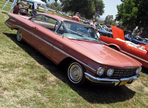 1960 Oldsmobile 98 front 3q
