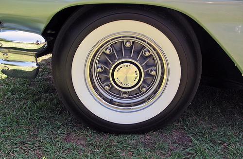 1960 Pontiac Catalina Vista eight-lug wheel © 2010 Aaron Severson