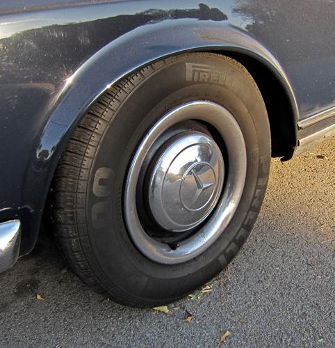 Mercedes 230SL (W113) wheel and tire