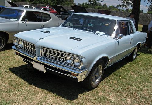 1964 Pontiac GTO front 3q
