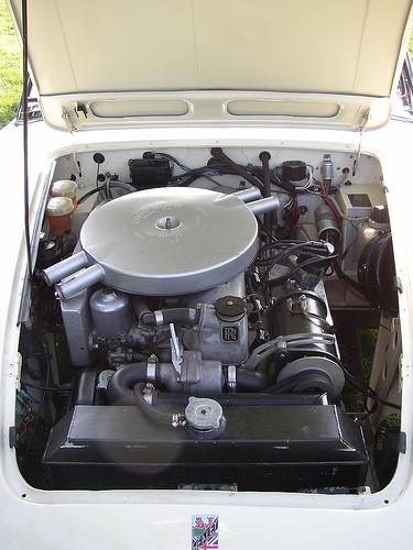 1968 Austin-Healey 4000 FB60 engine © 2006 Storm Bear (used with permission)