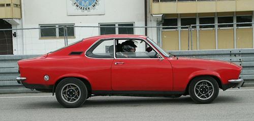 1971 Opel Manta A side © 2006 Pibwl (CC BY-SA 2.5 Generic