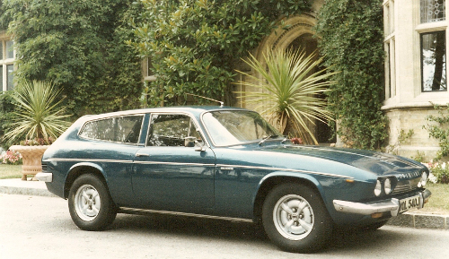 1971 Reliant Scimitar GTE (SE5) © 2011 Ray Crosthwaite CC BY-SA 3.0 Unported