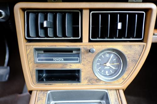 1974 Toyota Celica 1600ST hardtop (TA22L) center stack © 2016 Rui Coelho (with permission)