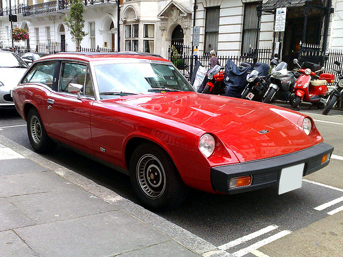 1976 Jensen GT front 3q 2009 Ed Callow (CC BY 2.0 Generic)