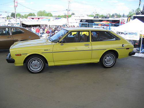 1977–1979 Toyota Corolla Liftback (TE51) side © 2011 John Lloyd (CC BY 2.0 Generic)