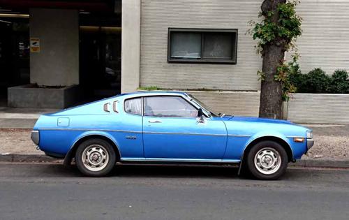 1977 Toyota Celica 2000LT Liftback (RA28) side © 2016 Don Andreina; used with permission)