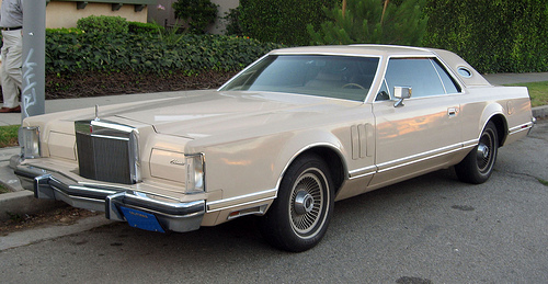 1978 Lincoln Mark V front 3q