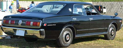 1979 Nissan Cedric 2000 SGL-E Extra four-door hardtop (332) rear 3q © 2013 Ypy31 (PD CC0 1.0)
