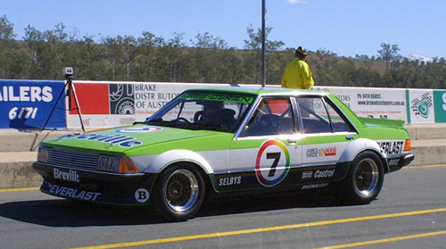 1980 Ford XD Falcon Bob Morris racer front 3q © Falcadore (CC BY-SA 3.0 Unported)