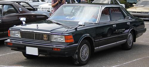 1981 Nissan Cedric 280E Brougham (430) four-door hardtop front 3q © 2013 TTTNIS (PD)