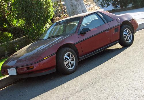 1987 Pontiac Fiero front 3q