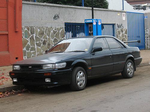 1988 Nissan Bluebird SSS-Attesa four-door hardtop (U12) front 3q © 2010 RL GNZLZ/order_242 (CC BY-SA 2.0 Generic)