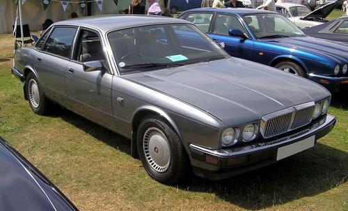 1989 Jaguar XJ6 (XJ40) sedan front 3q © 2004 Arpingstone/Adrian Pingstone (PD) modified 2007 by Thomas doerfer