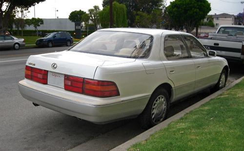 1992 Lexus LS400 rear 3q