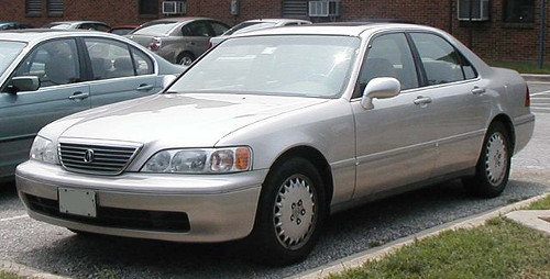 1996–98 Acura 3.5 RL (KA9) sedan front 3q © 2006 IFCAR (PD)