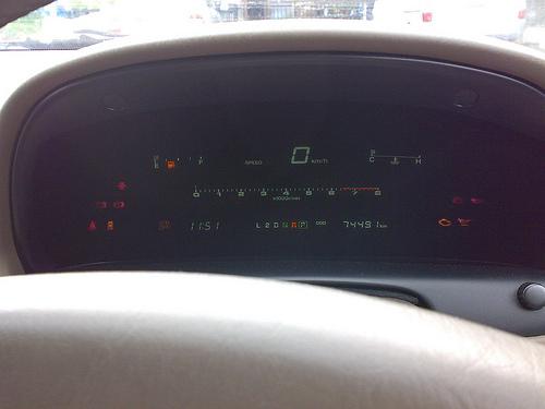 1996 Toyota Soarer 3.0GT (JZZ31) instrument panel © 2007 Masayuki Kawagishi (CC BY 2.0 Generic)