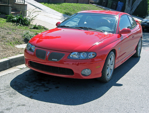 2004 Pontiac GTO front 3q